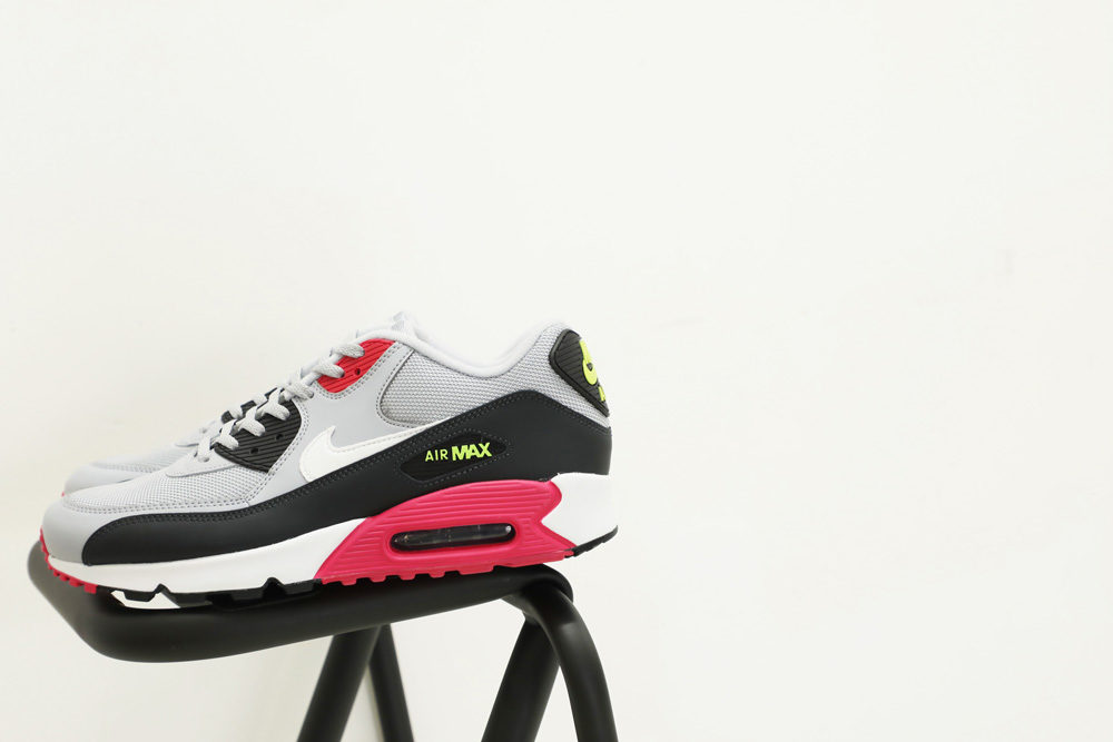 NIKE SPORTSWEAR<br>AIR MAX 90 ESSENTIAL